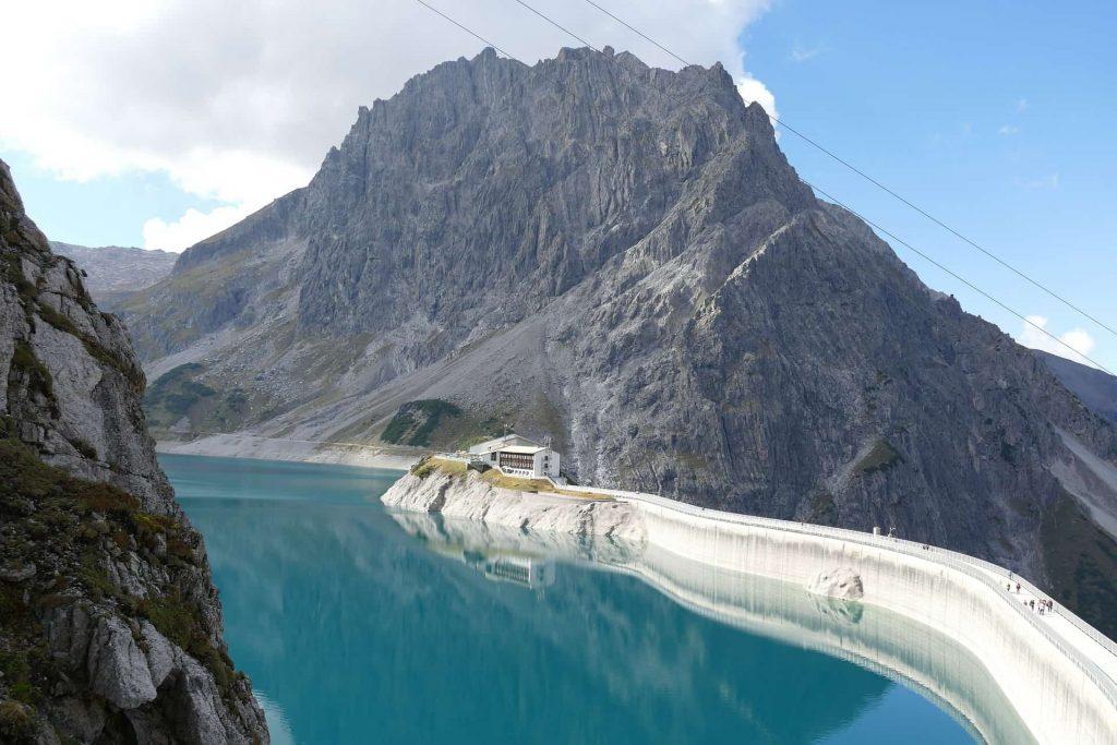 Silvretta-Stausee Reservoir und Staumauer